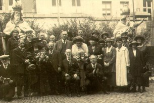 Photo of Arthur and Jean Conan Doyle with English delegates at the International Spiritualists Congress