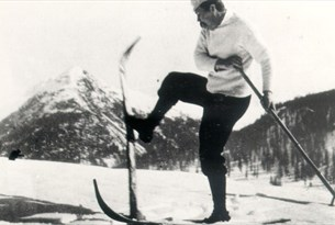 Photograph of Arthur Conan Doyle Skiing